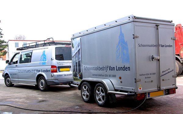 SMB Van Londen - Bedrijfswagen met aanhanger voor o.a. dakgoten reinigen